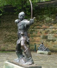 Robin_Hood_Statue_at_Castle_Green-resized_copy